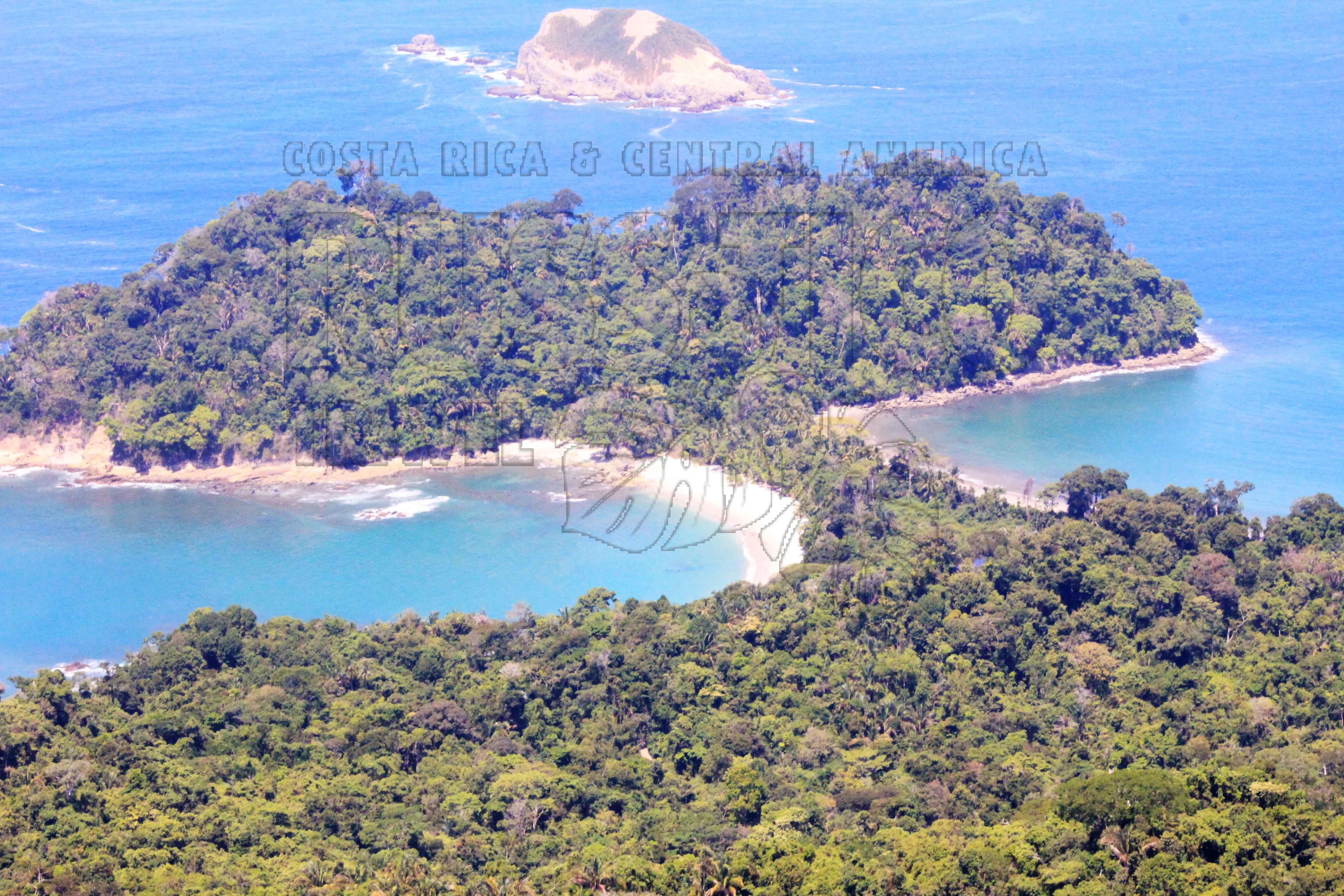 Национальный парк Мануель Антонио с высоты полёта сверхлёгкого самолёта